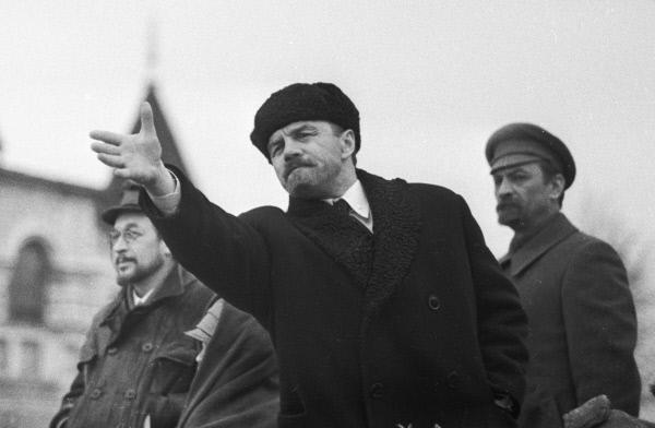 Михаил Ульянов в роли Ленина