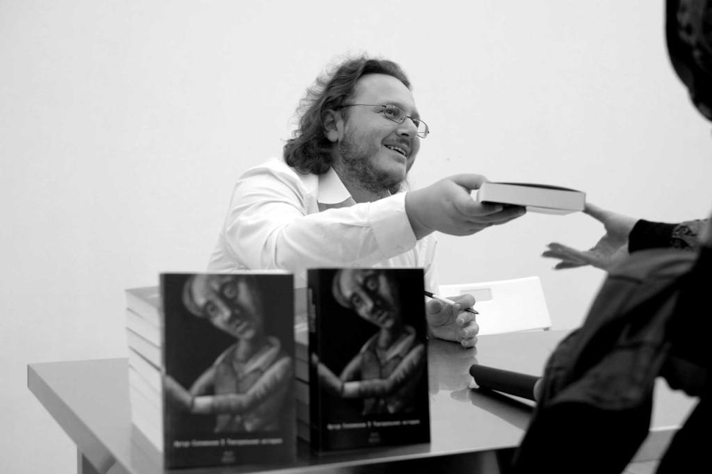 Автограф-сессия Артура Соломонова в Пскове