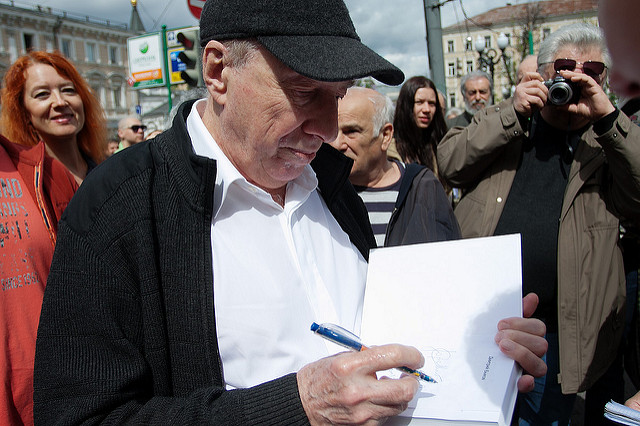 Сергей Юрский на прогулке писателей